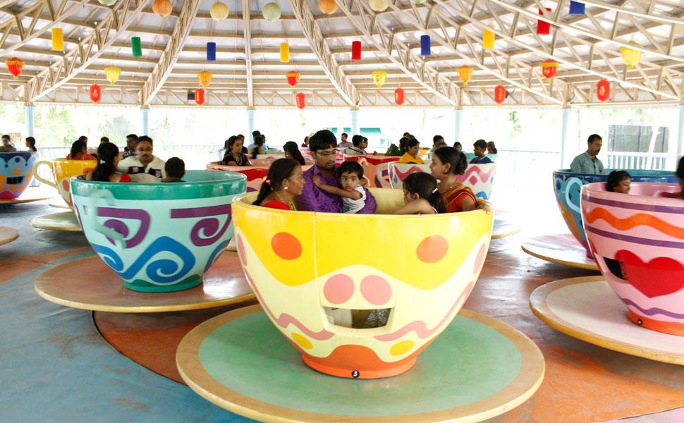Crazy-Tea-Party-Ride